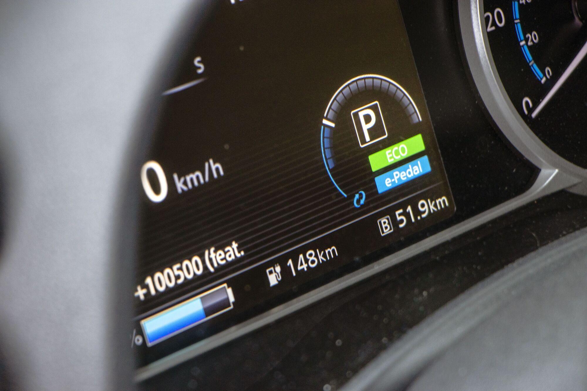 Заряда хватает на 200-250 километров