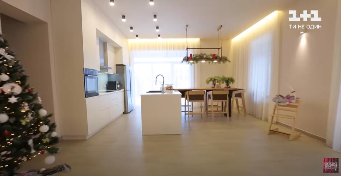 Гостиная и кухня Тарабаровой