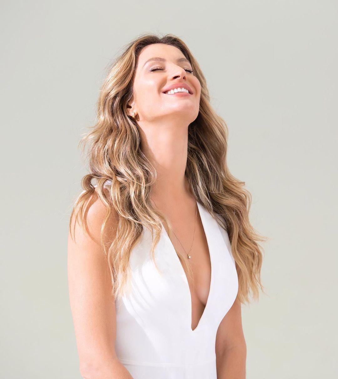 Жизель Бюндхен у білій сукні