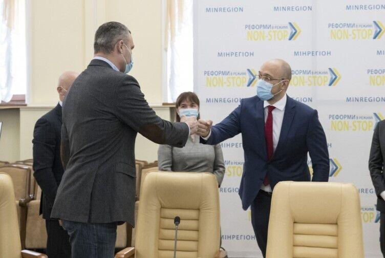Кличко подписал Меморандум по тарифам горячую воду и отопление