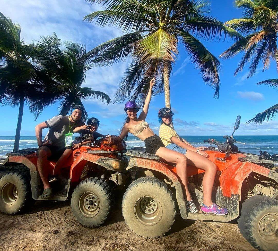 Ксения Мишина показала, как весело проводит время на отдыхе
