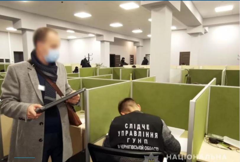 В ноябре прошлого года в Чернигове также накрыли компанию, которая шантажировала людей