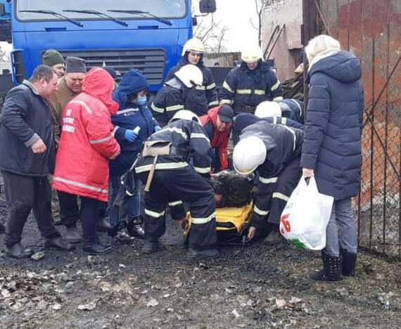 Рятувальники дістали потерпілого з-під завалів