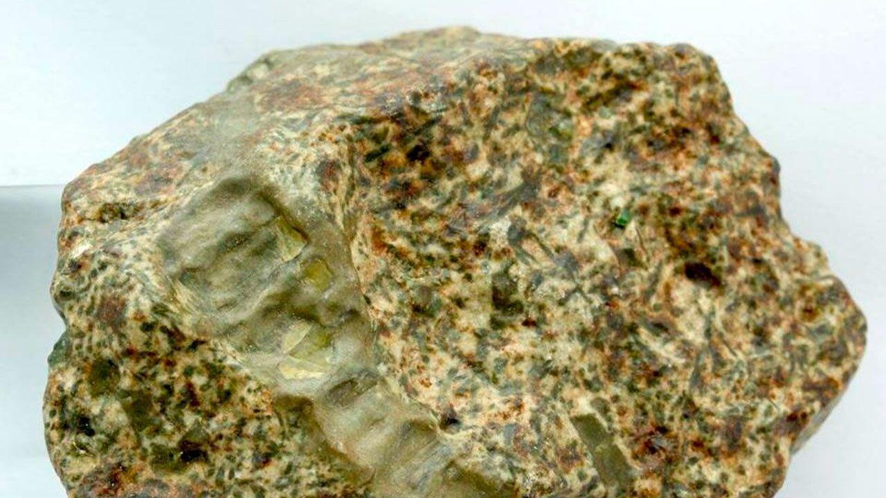 Метеорит Эрг-Шеш 002