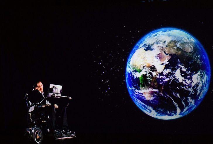По Хокингу, Вселенная возникла благодаря взрыву крохотной частицы с бесконечной гравитацией
