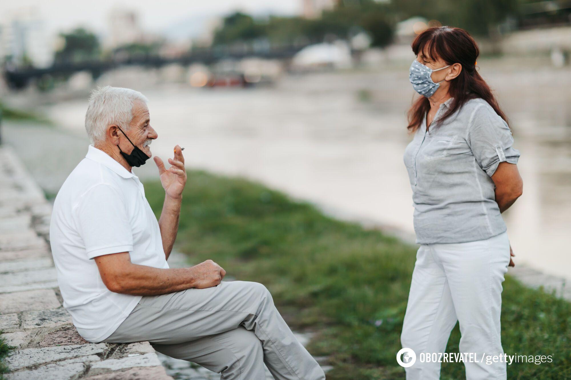 Курильщики не являются потенциально более заразными носителями вируса, чем некурящие