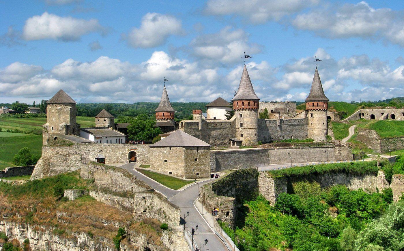 Любой турист сможет почувствовать настоящий дух средневековья и полюбоваться невероятными видами и ландшафтами.
