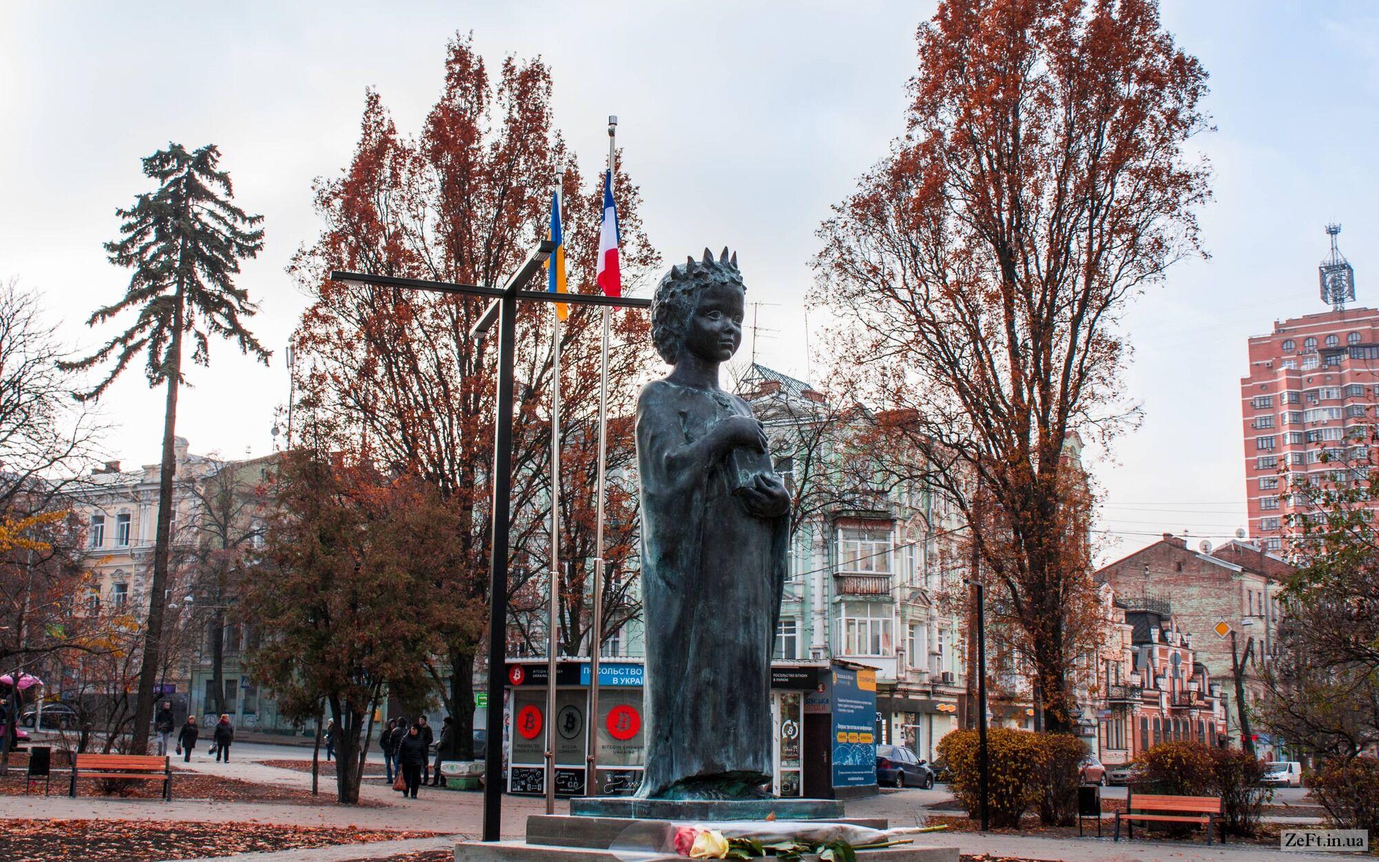 Памятник дочери Ярослава Мудрого крохотный, но очень красивый.