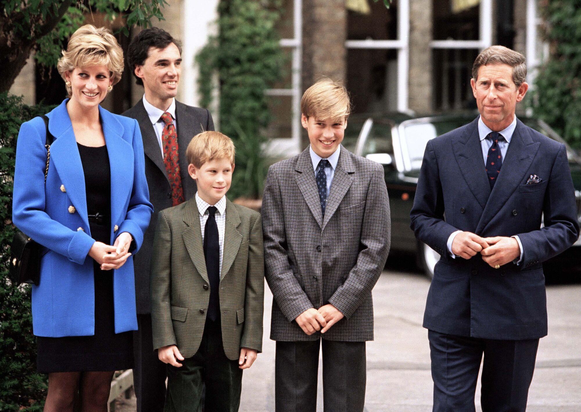 Принцесса Диана с сыновьями и мужем