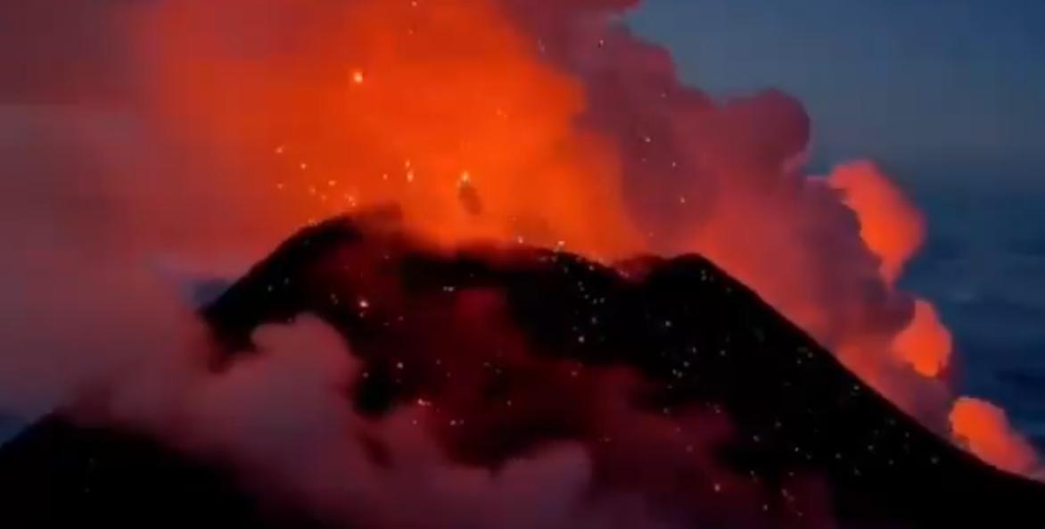 Извержение вулкана в Роcсии