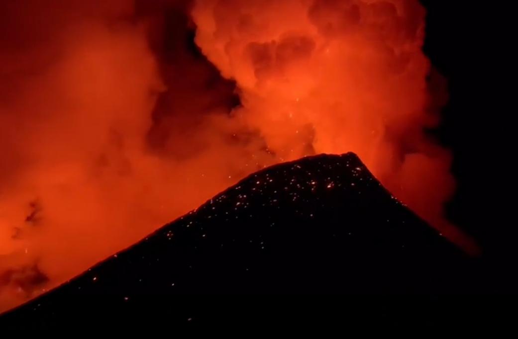 В Росcии активизировался вулкан Ключевская сопка