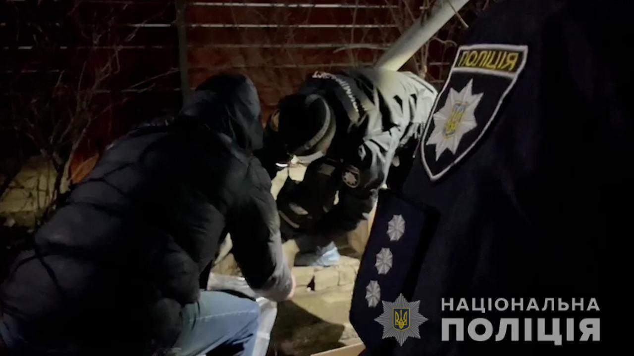Поліція знайшла ймовірне знаряддя вбивства.