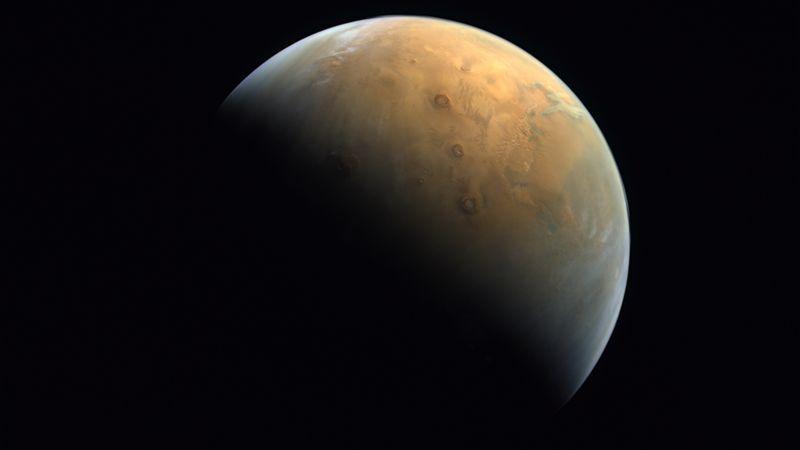 Три щитовых вулкана и гора Олимп на Марсе