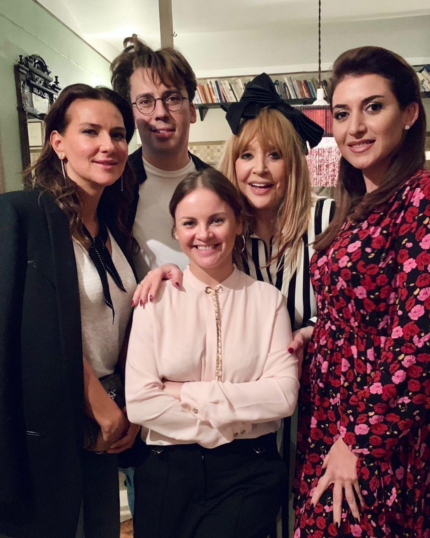 Пугачова з друзями відзначила першу неділю весни.