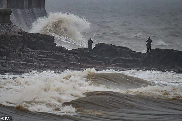 Прибрежные районы пострадали от сильных ветров