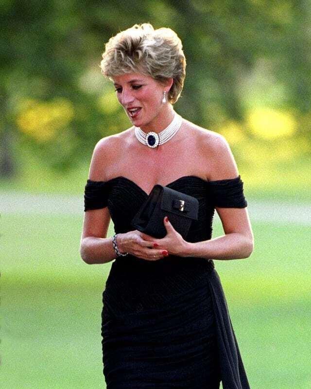 Принцесса Диана появилась в откровенном черном наряде