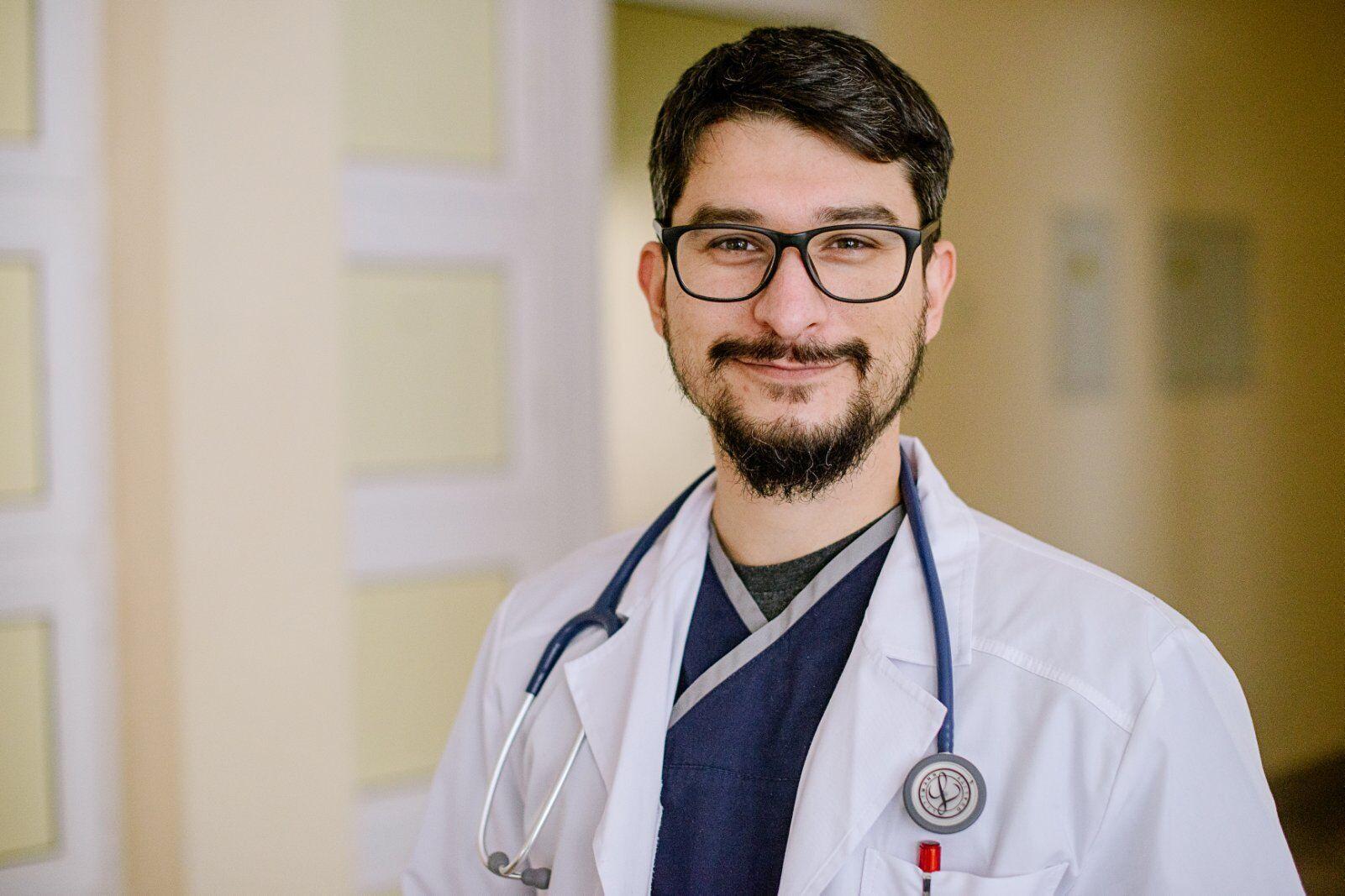 Врач-инфекционист из Ужгорода Степан Карабиньош уже получил первую дозу вакцины от коронавируса