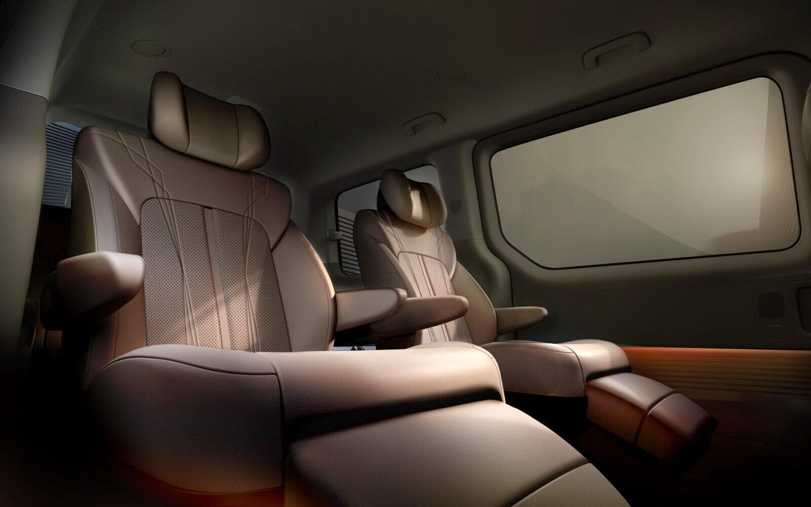 """В топовой комплектации Premium вместо обычного трехместного дивана предусмотрены два индивидуальных """"капитанских"""" кресла"""