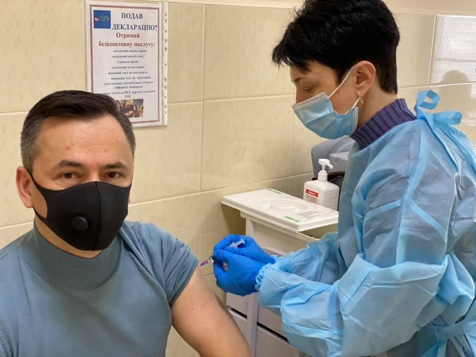Нардеп закликав вакцинуватися на власному прикладі