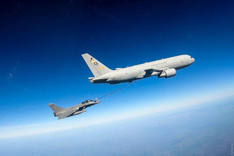 Самолеты НАТО провели учения над Черным морем