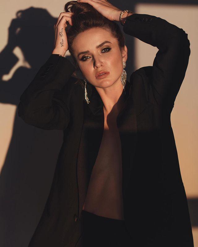 Еліна Світоліна в піджаку без бюстгальтера
