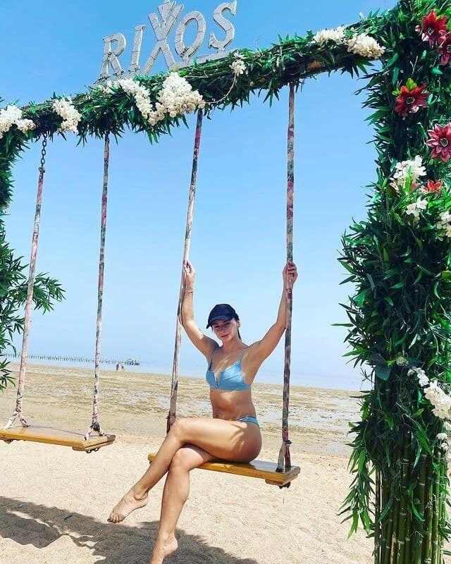 Илона Гвоздева продемонстрировала свою фигуру в купальнике