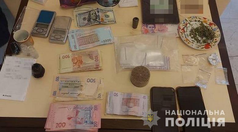 Полицейские изъяли 250 тысяч гривен.