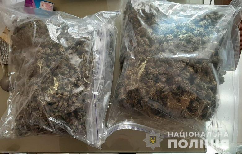 Во время обысков у преступников изъяли наркотики.