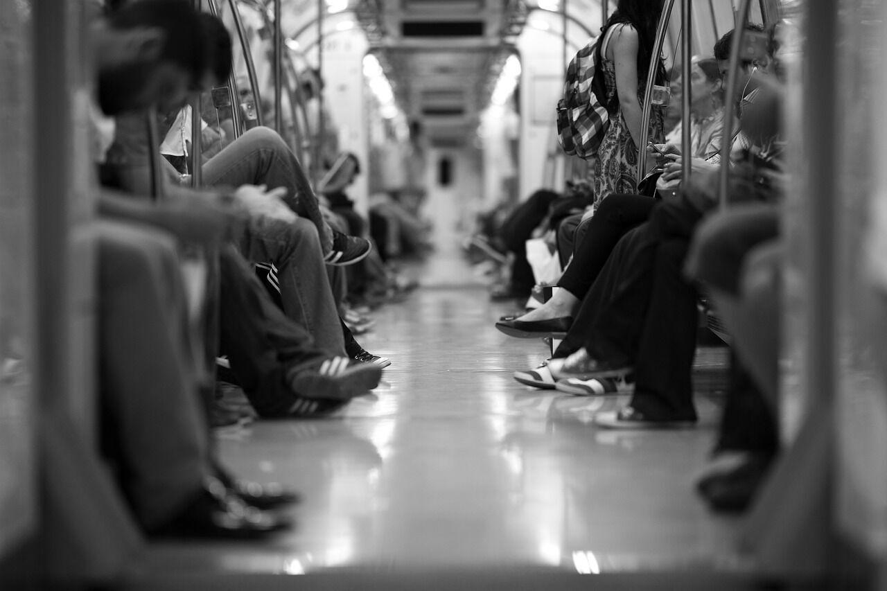 Работники метро стремятся обеспечить комфортный проезд пассажирам.