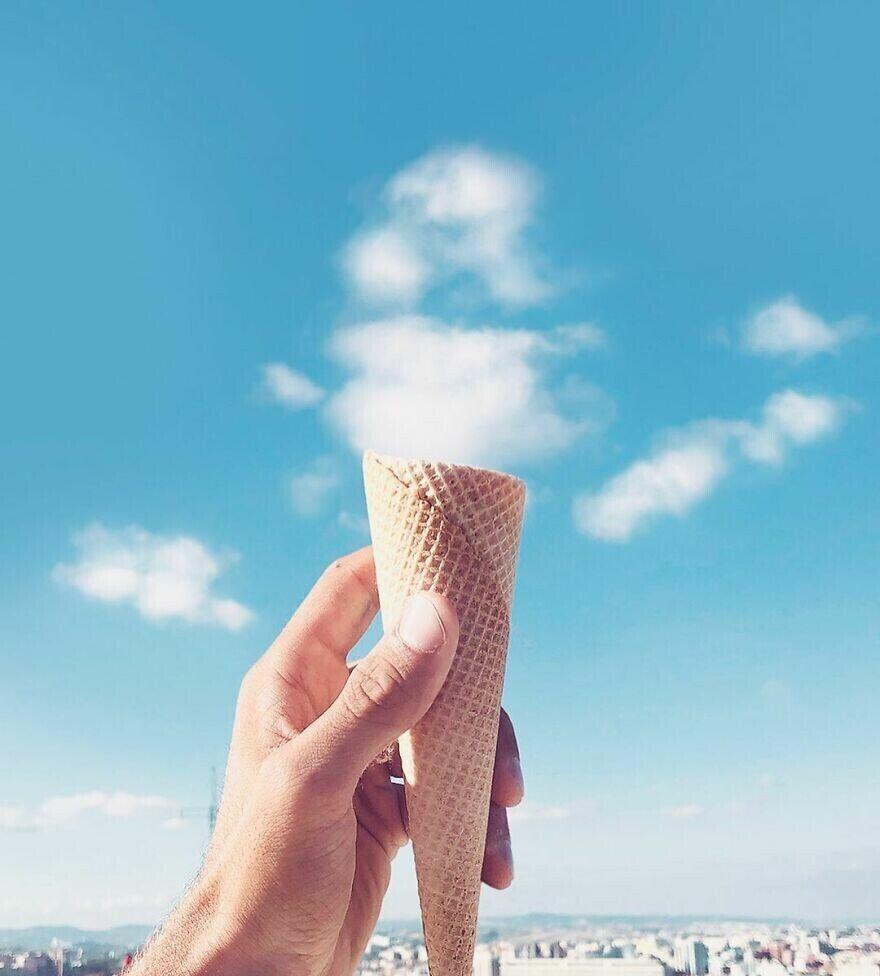 Яркое фото небесного мороженого.