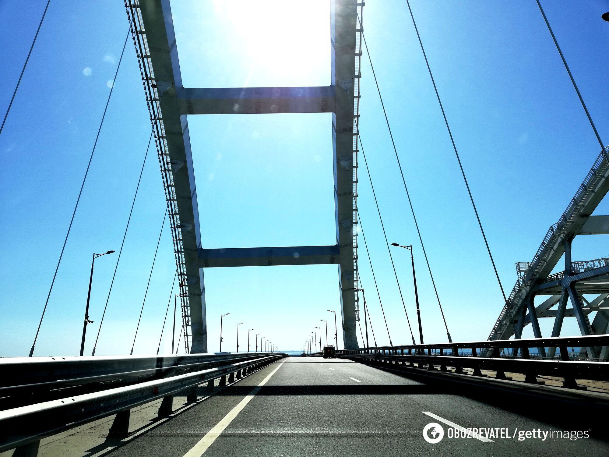 Опора Крымского моста может уйти.