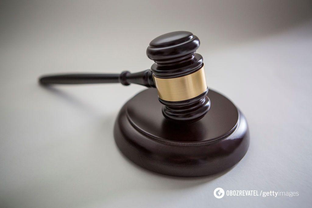 Колишнє подружжя через суди домагається виплати аліментів