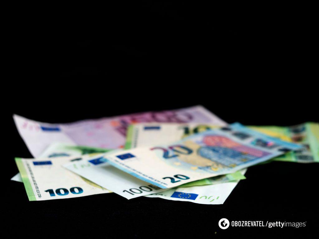 Боржники знаходять гроші після того, як їм забороняють виїзд за кордон