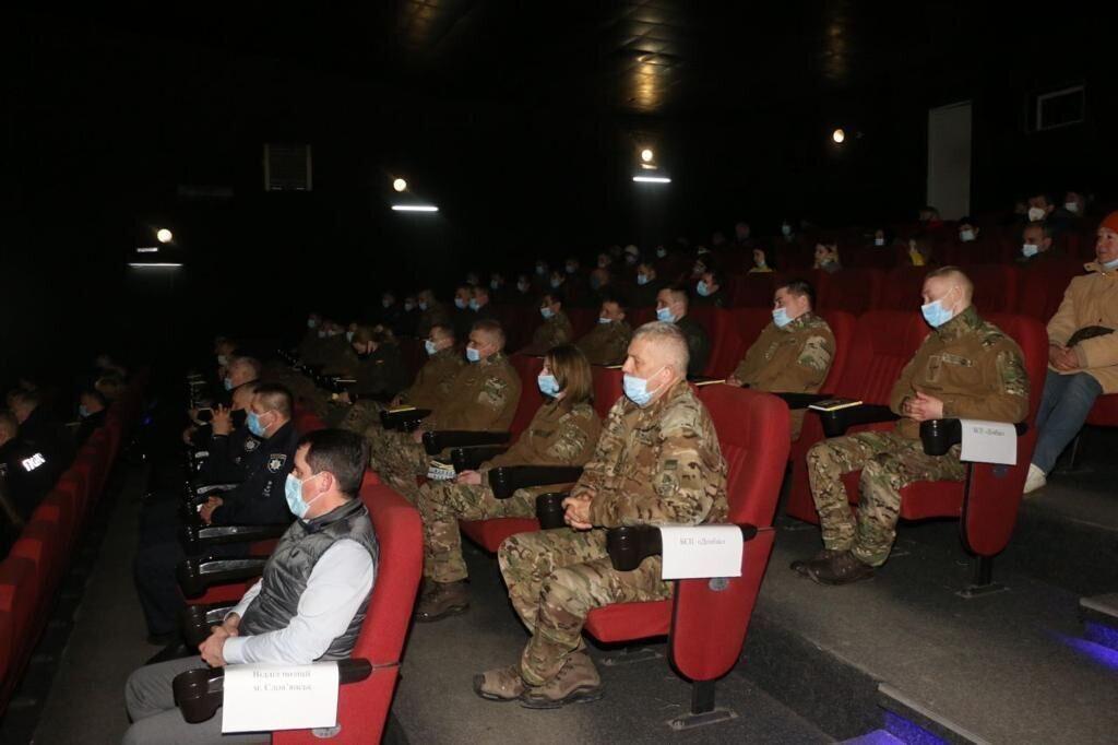 Военные и полицейские на презентации фильма
