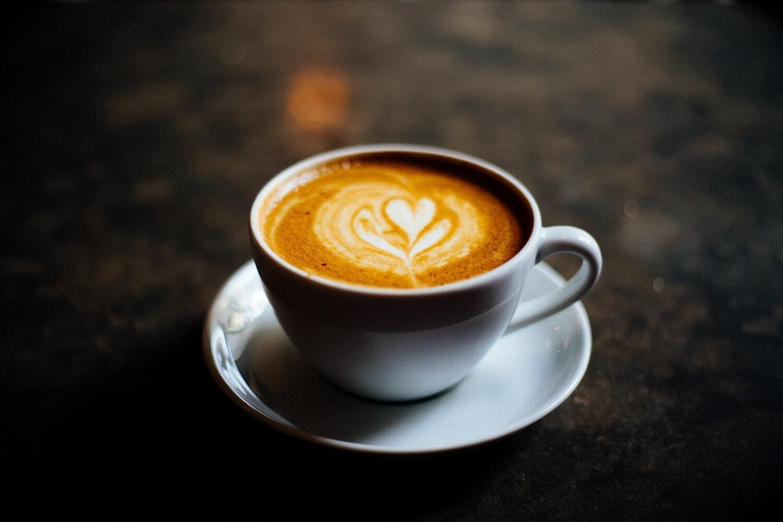Врачи рекомендуют отказаться от кофе во время менструации
