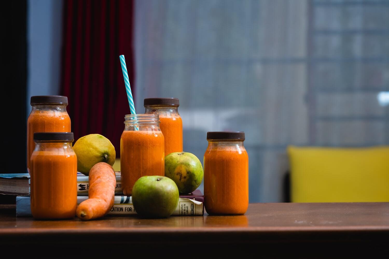 Смузі з моркви і фруктів – цінне джерело вітамінів