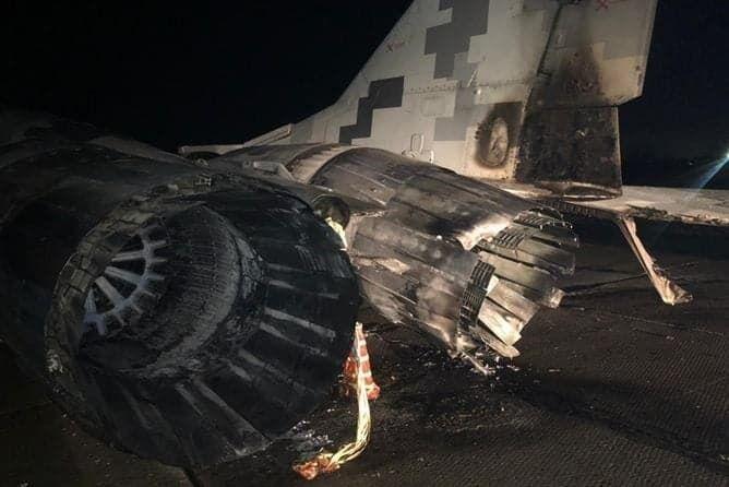 Пошкоджена частина літака.