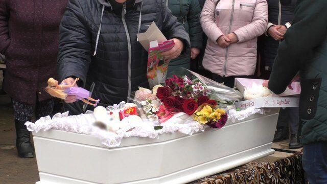 Односельчане попрощались с убитой Марией Борисовой.