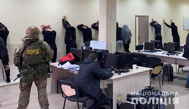 Затримання співробітників шахрайського колцентру в Запоріжжі