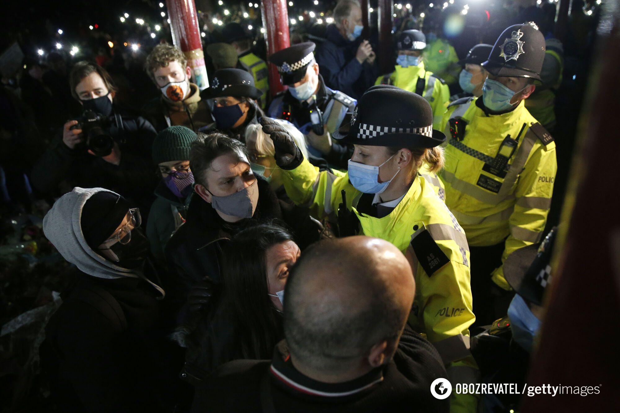 Полицейские во время акции памяти
