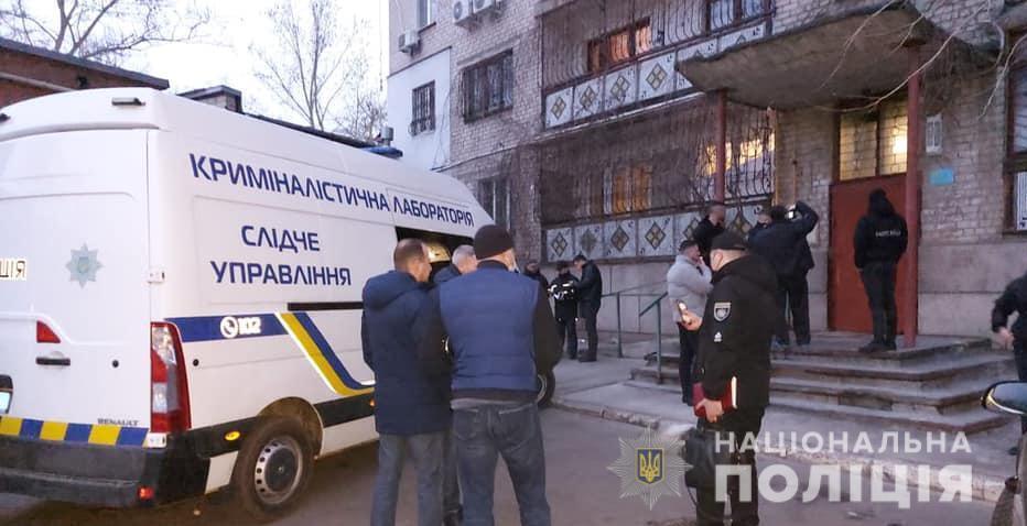 У Миколаєві в квартирі застрелили жінку. Фото