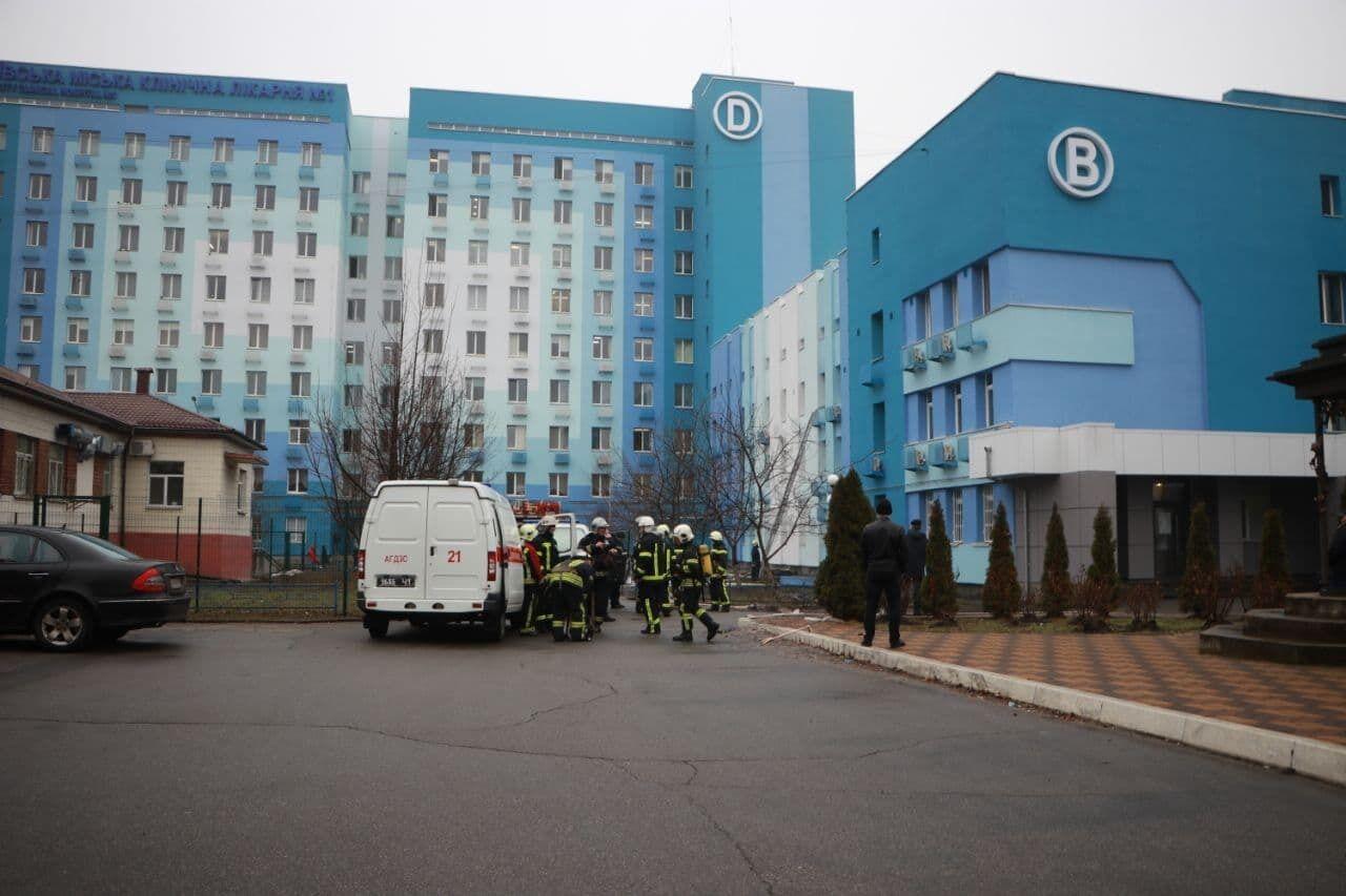 Вогонь виник на третьому поверсі лікарні.