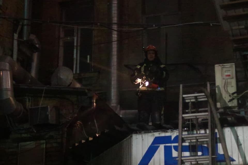Пламя было видно над крышей заведения