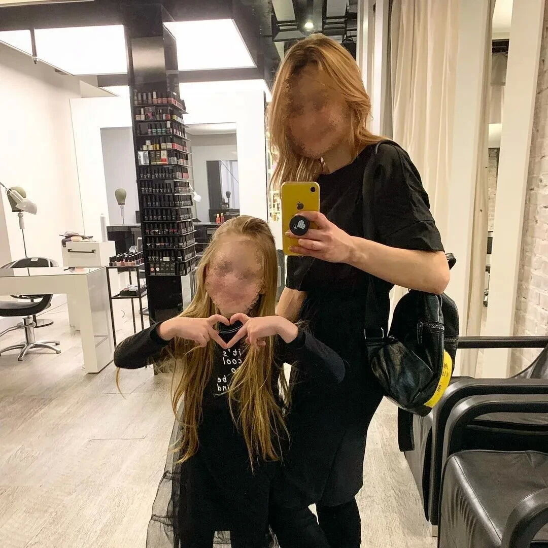 8-летняя Милана Маханец с мамой Дарьей