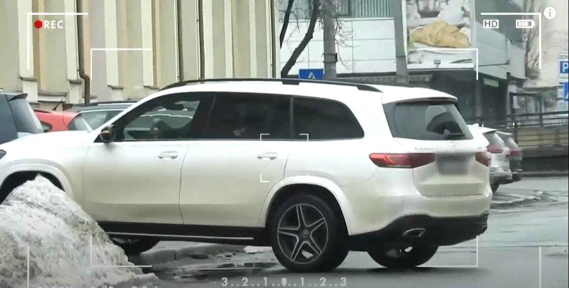 Настя Каменских разъезжает на Mercedes GLS 400 d