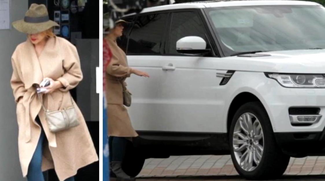 У самой Кароль есть белый Land Rover