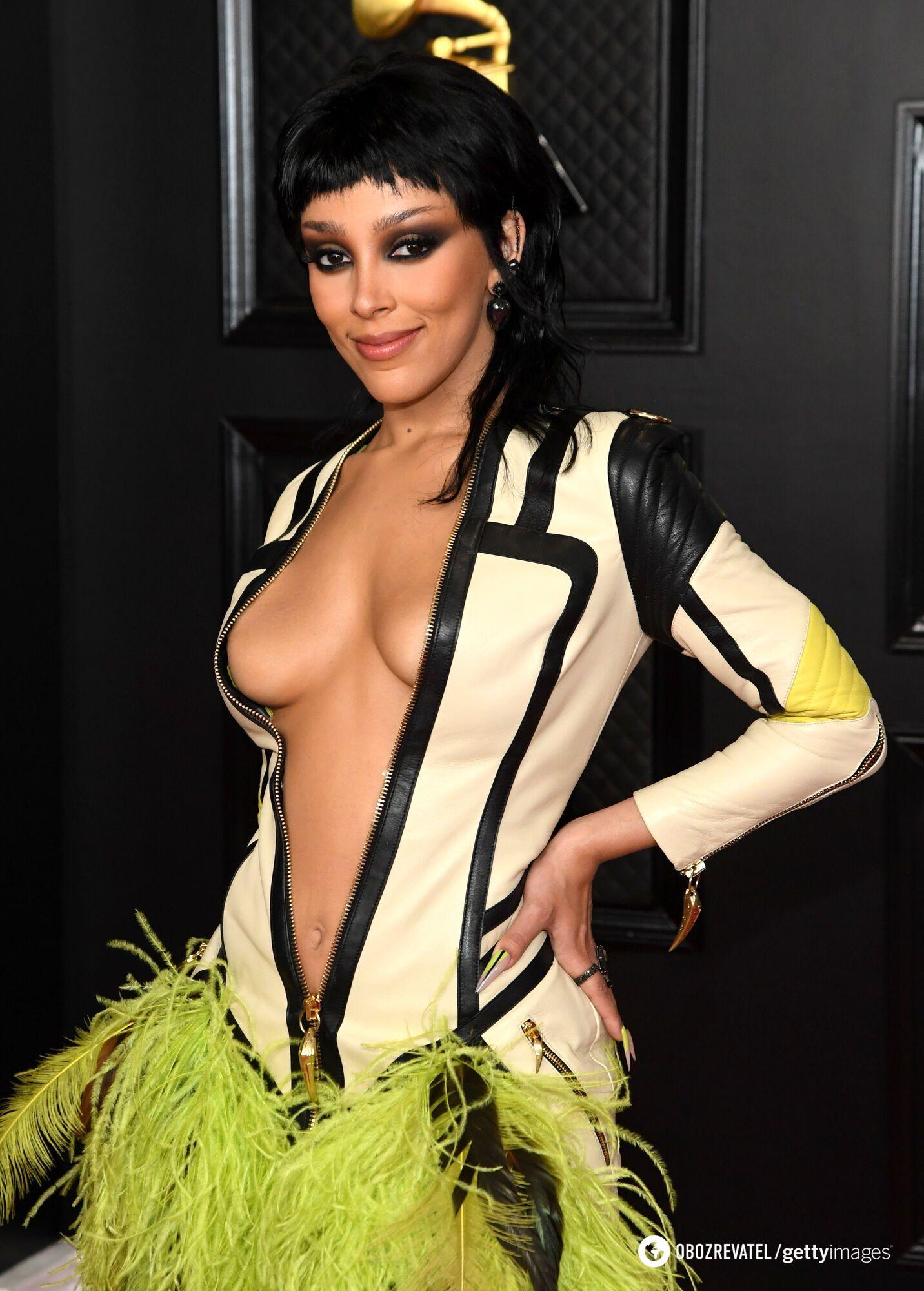 Doja Cat выбрала длинное платье от Roberto Cavalli
