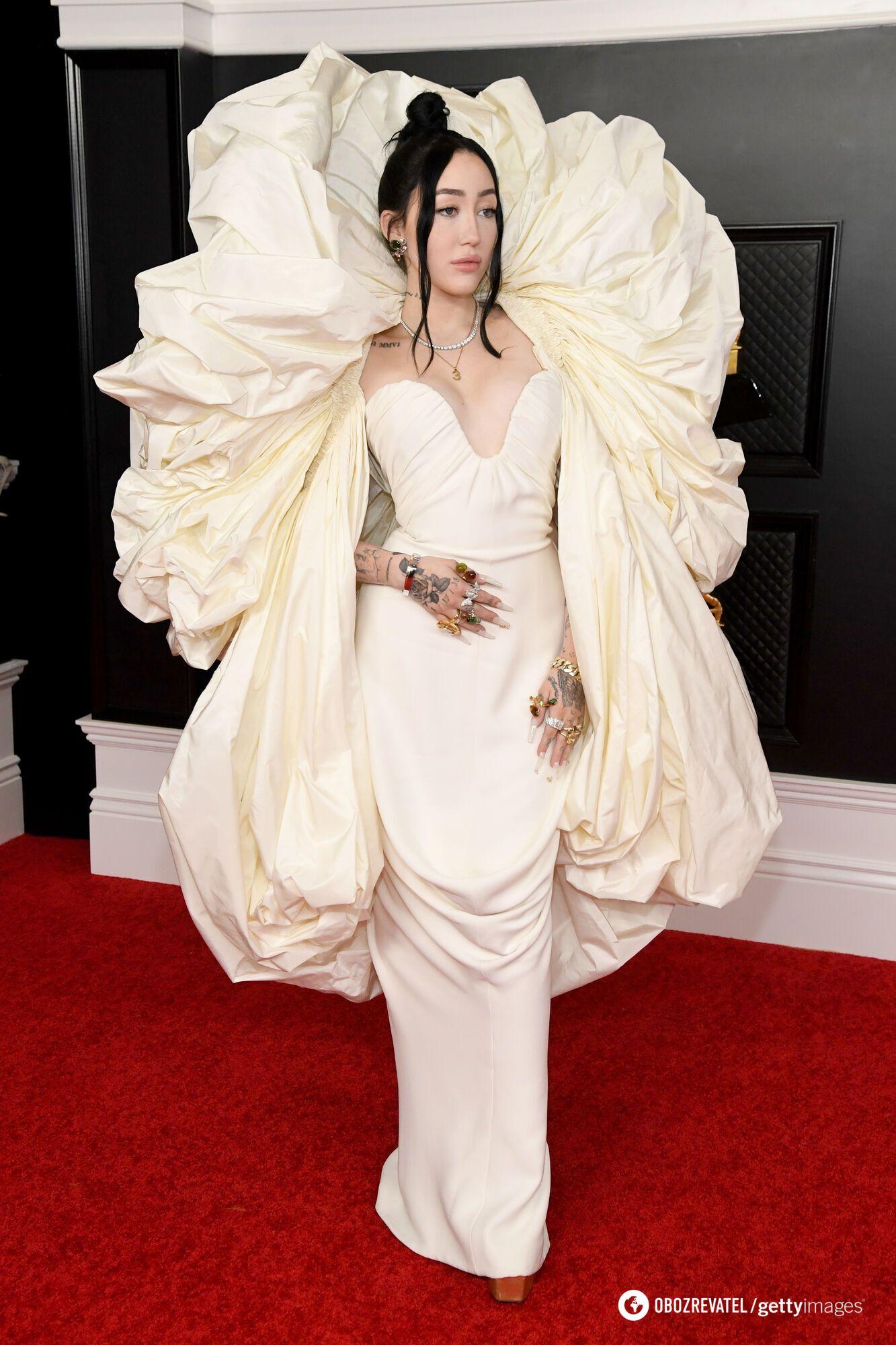Ноа Сайрус в платье Schiaparelli Haute Couture