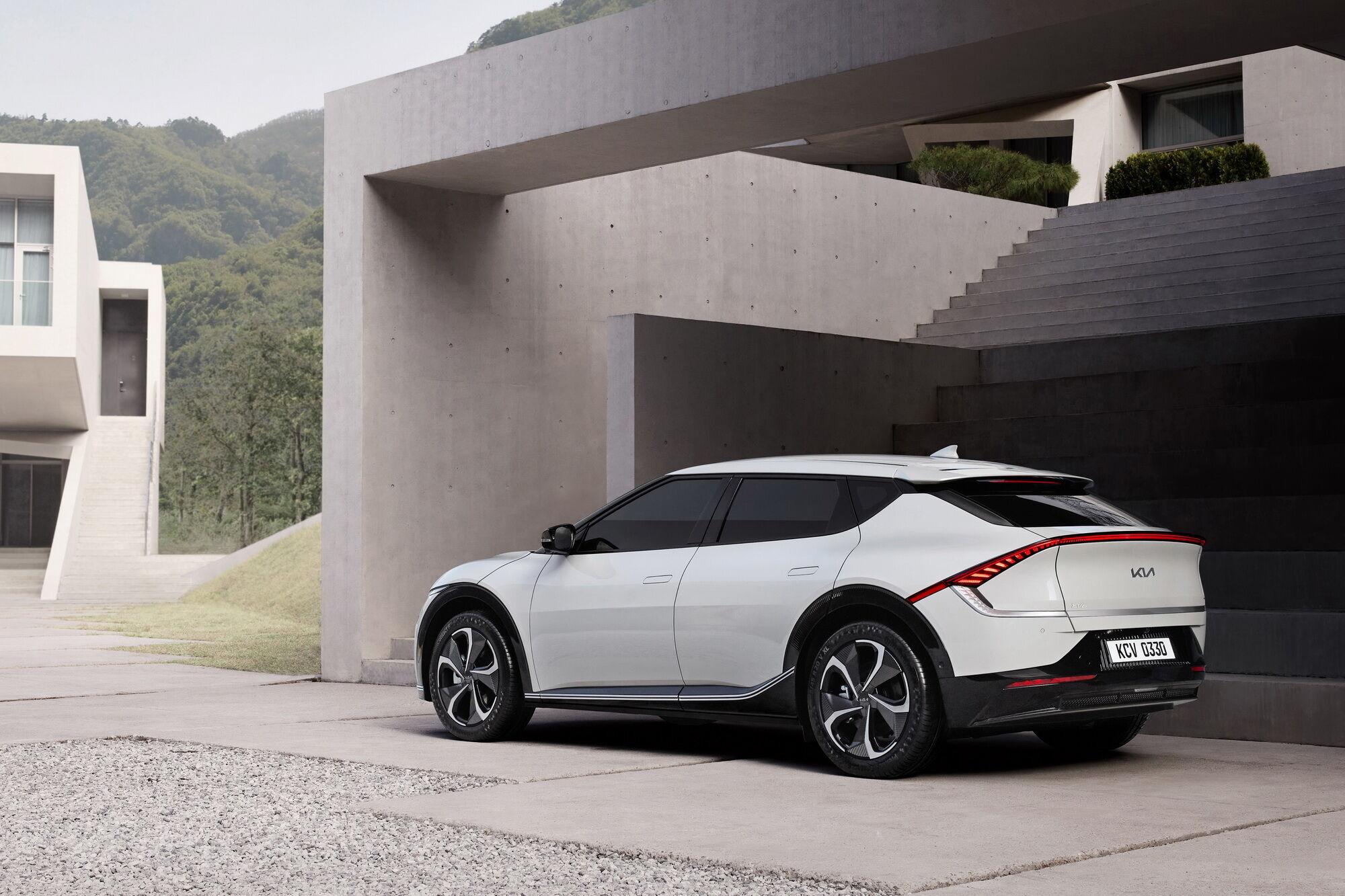 Kia представила нову філософію дизайну та електромобіль EV6