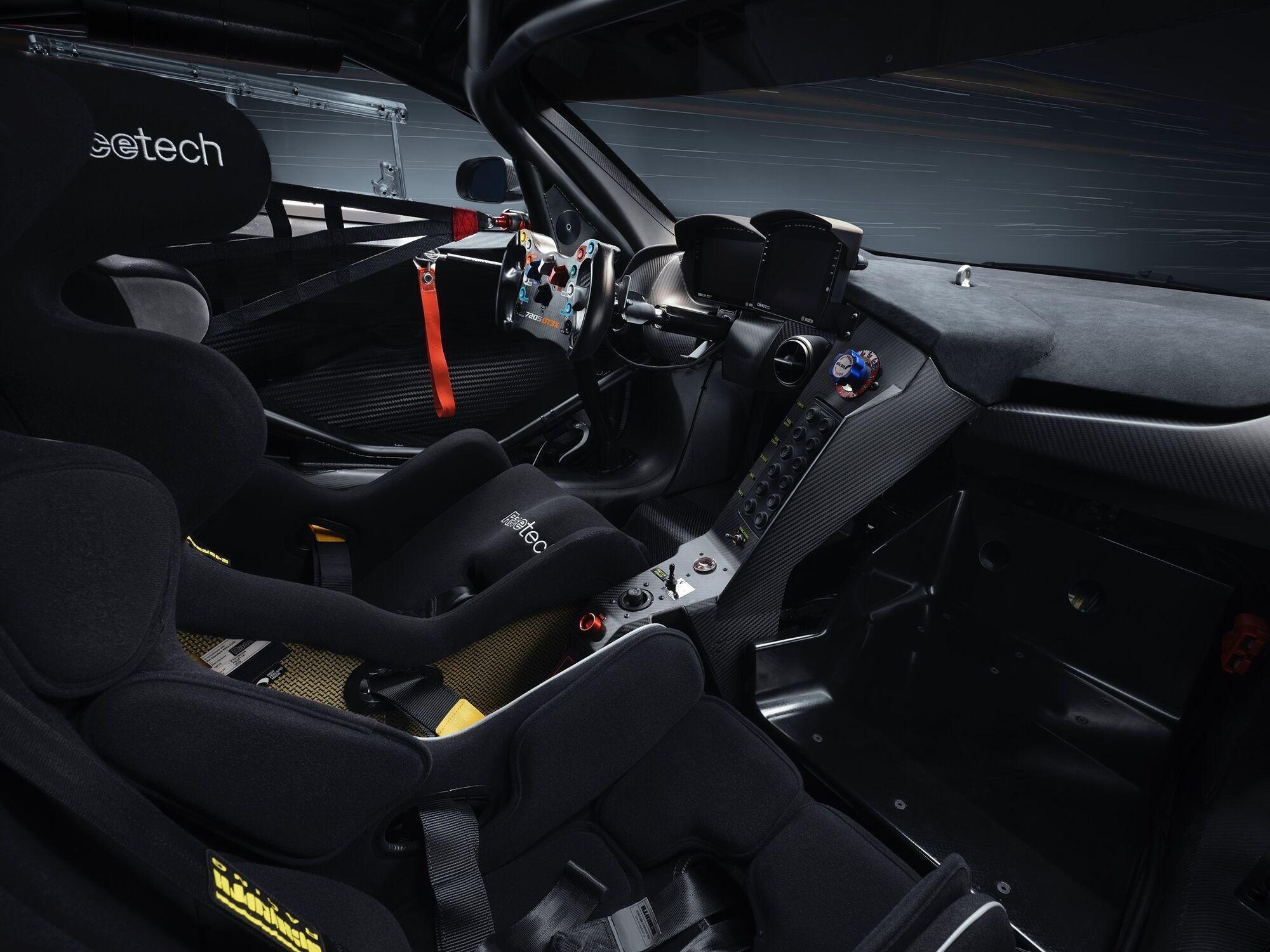 У салоні GT3X можна встановити крісло для єдиного пасажира